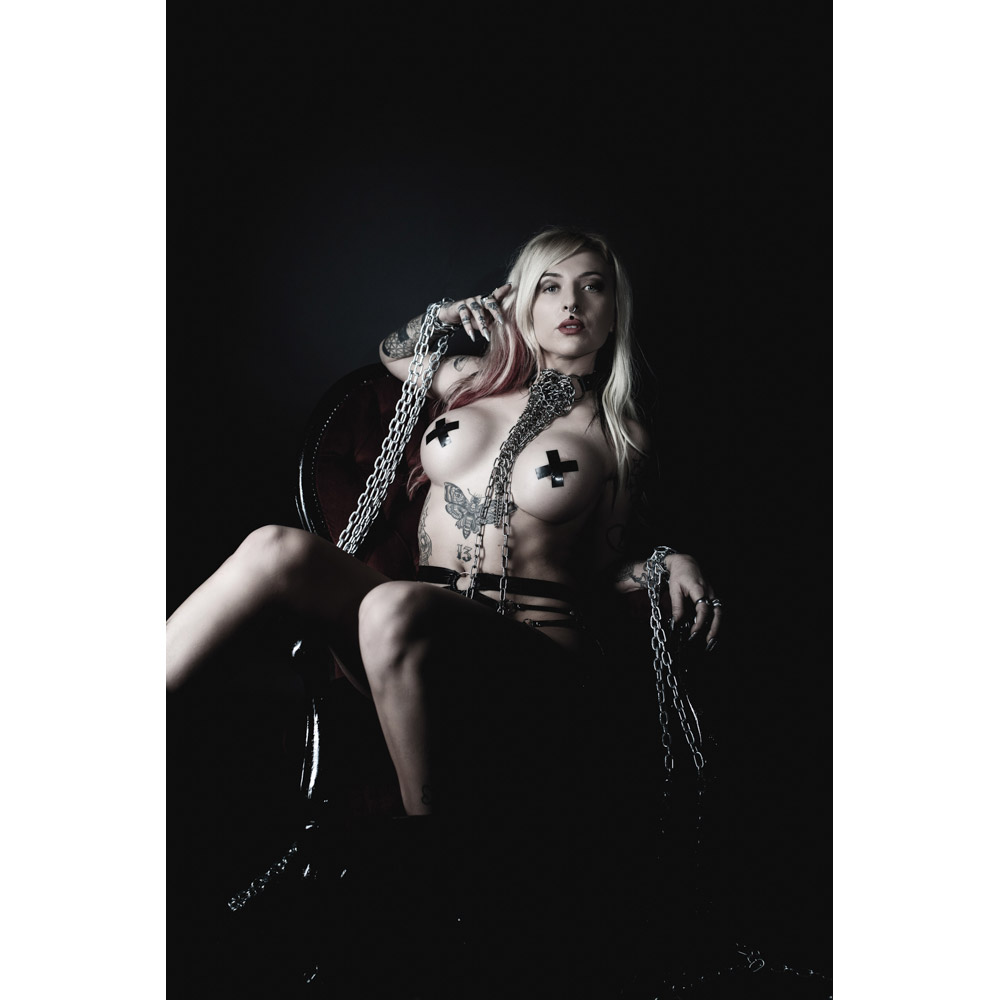 cloe-lavey-tattooed-alt-model-02