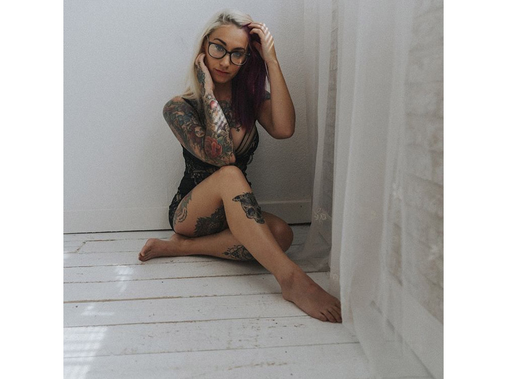 lady-luna-tattooed-alt-model-pinup-05